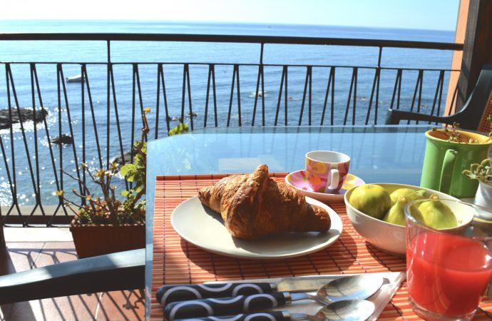 breakfast terrce seaview